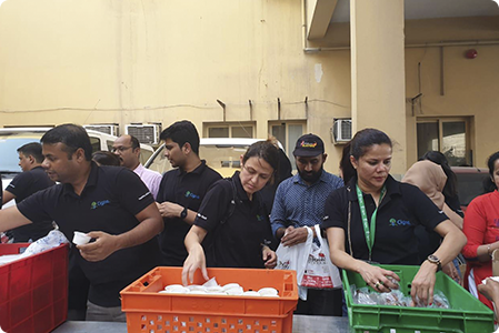 Cigna Thailand employees volunteering as a team.