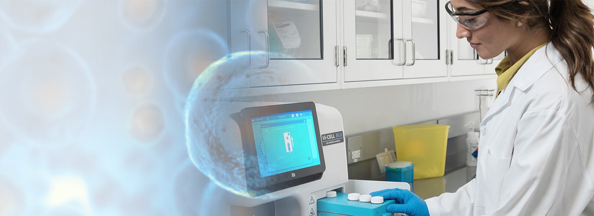 Beckman Coulter Life Sciences associate in lab