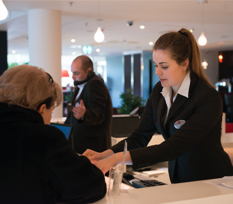 宾客服务、运营及前厅