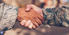 Poignée de main des vétérans<br/>